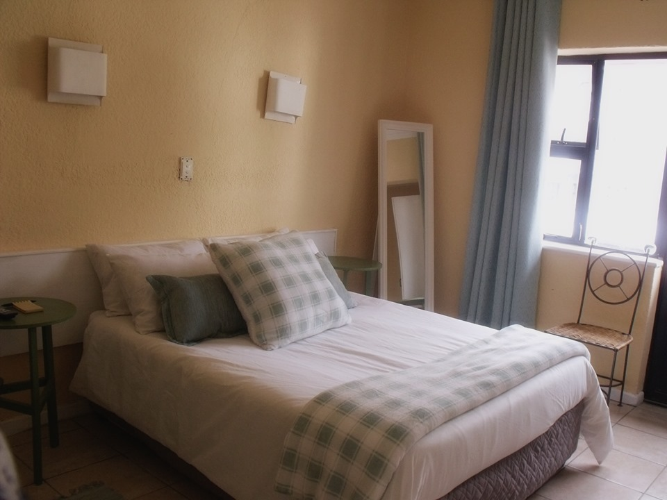 Nicolene Room 203 Sea Point Accommodation