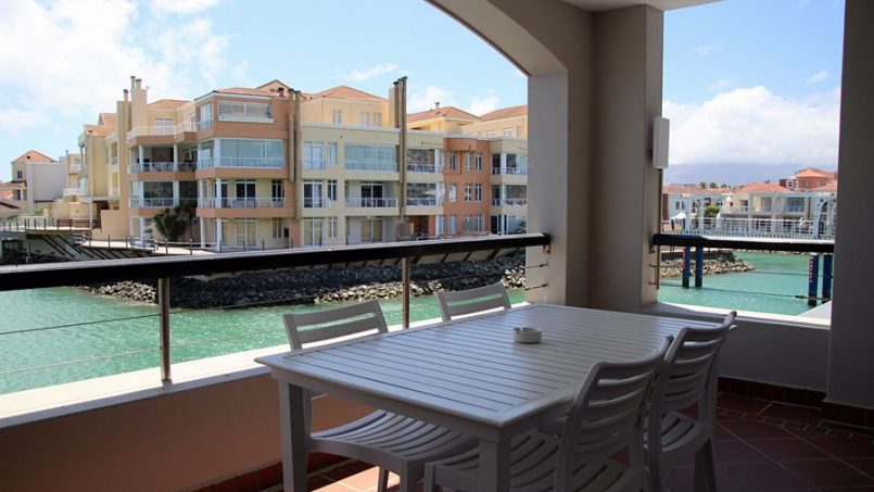 Boardwalk Accommodation Gordonsbay Harbour Island