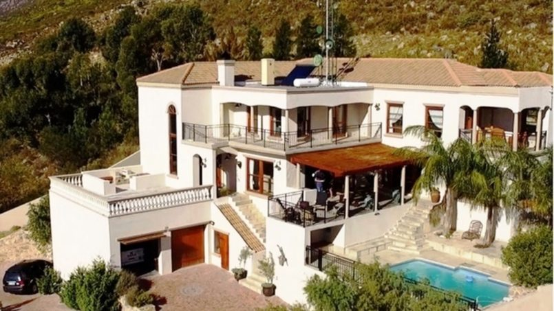 self catering accommodation on the mountainside of Gordon's Bay